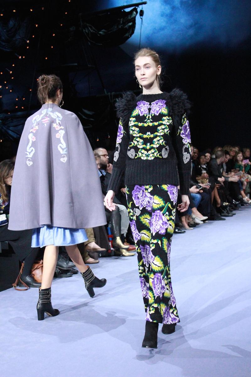 ファッションショーって意味あるの?なぜ奇抜な服ばかりなの